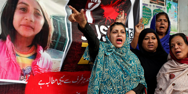 People chant slogans to condemn the rape and killing of 7-year-old girl Zainab Ansari in Kasur, during a protest in Karachi
